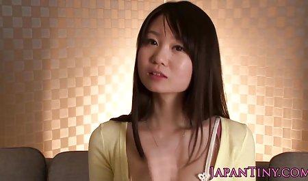 Saya ingin menunjukkan kaki seksi untuk video sex artis korea anda